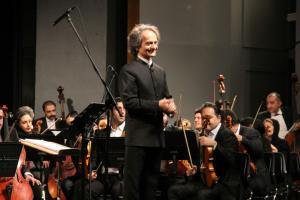 ارکستر سمفونیک تهران آثاری از سرگئی راخمانینوف و آنتون دورژاک را مینوازد