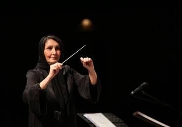 چوب رهبری ارکستر ملی در دست اولین زنِ رهبرِ ارکستر ایران